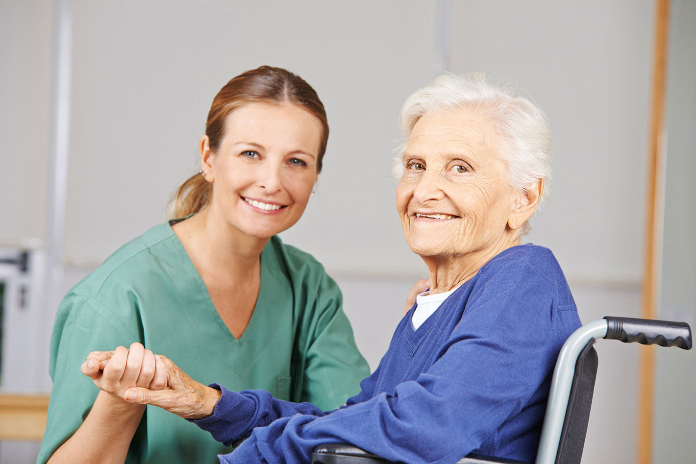Recomendaciones a la hora de contratar un cuidador en casa