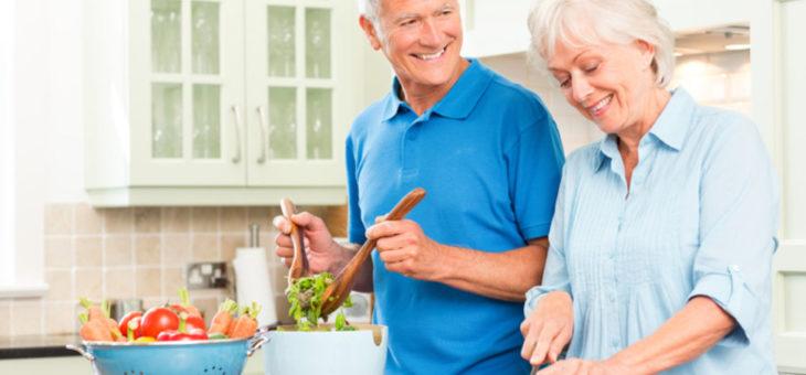 Las recomendaciones de una nutricionista para una alimentación saludable después de los 65 años