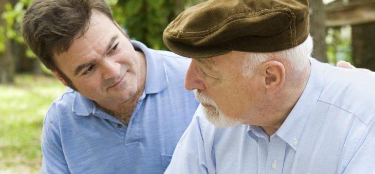 Cómo ayudar a su padre adulto mayor a mejorar su autoestima